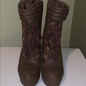 Women's heeled boot
